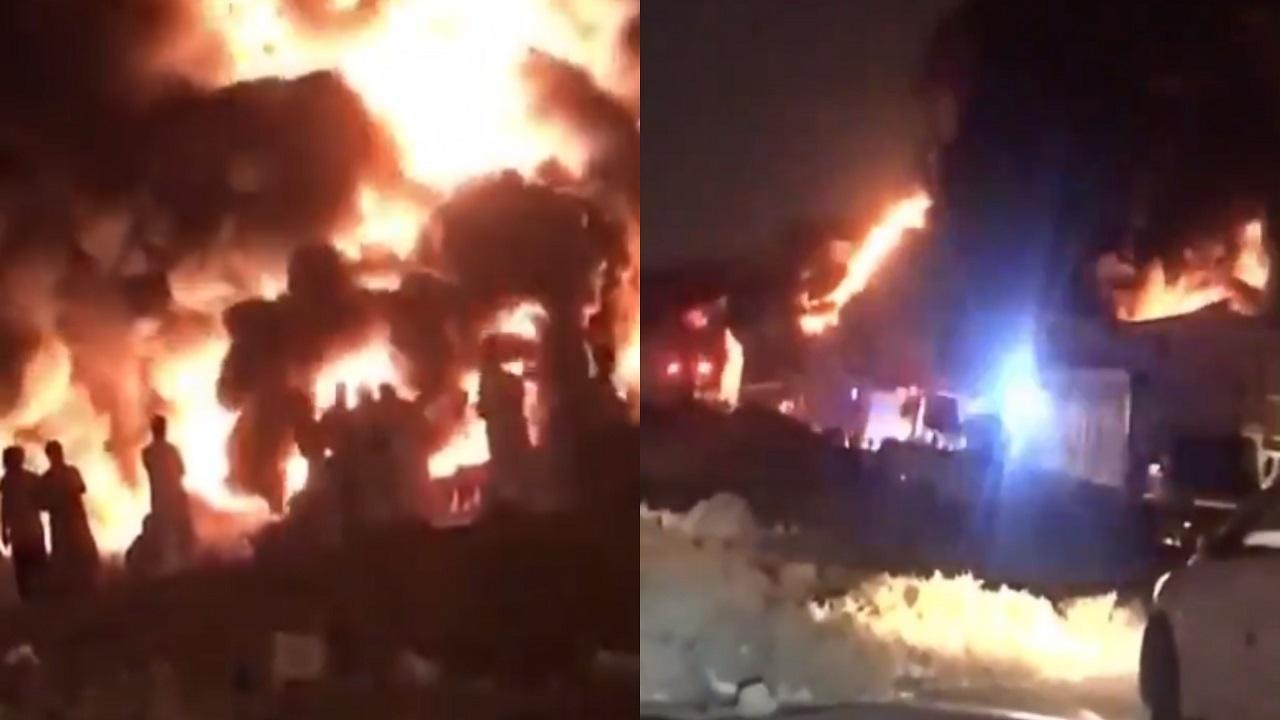 بالفيديو.. حريق ضخم في أحد المستودعات بالرياض
