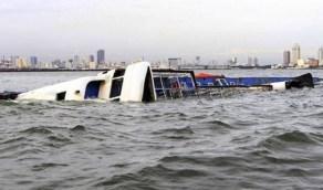 بالصور.. كارثة غرق عبارة مصرية وعمليات انتشال الضحايا