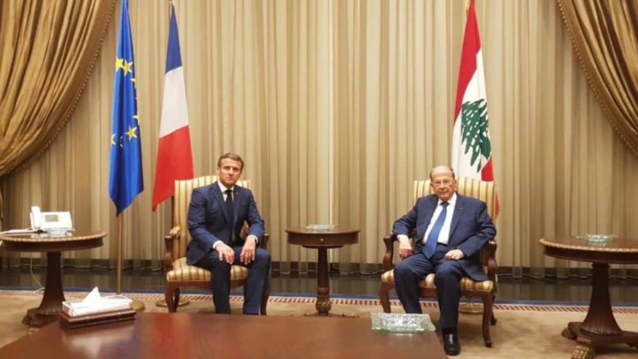 بالفيديو.. لحظة انقطاع الكهرباء أثناء اجتماع عون وماكرون في بيروت