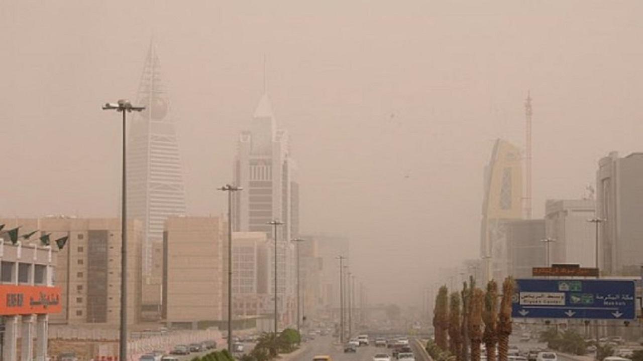 الأرصاد تنبه باستمرار الرياح النشطة والأتربة المثارة على الرياض
