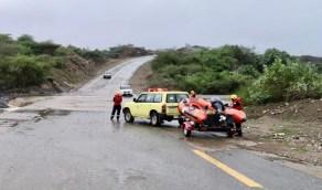 الدفاع المدني ينقذ 998 شخصاً و11 أسرة من السيول في 5 مناطق