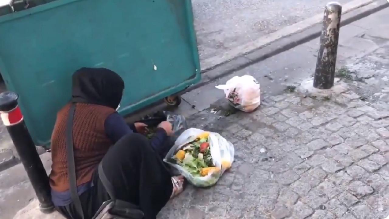 بالفيديو..سيدة تسد جوعها من القمامة تحت ظل أردوغان