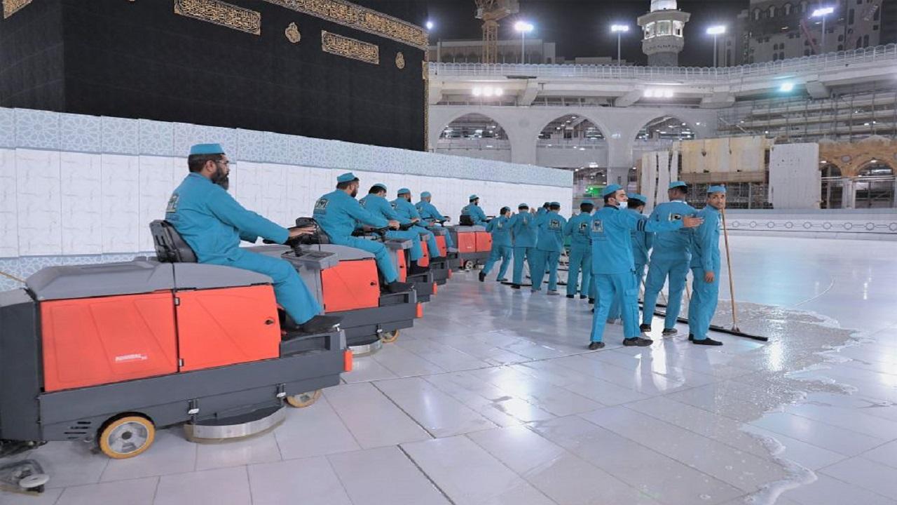 """""""شؤون الحرمين"""" تكثف الجهود بالمسجد الحرام بعد أداء الحجاج طواف الإفاضة"""