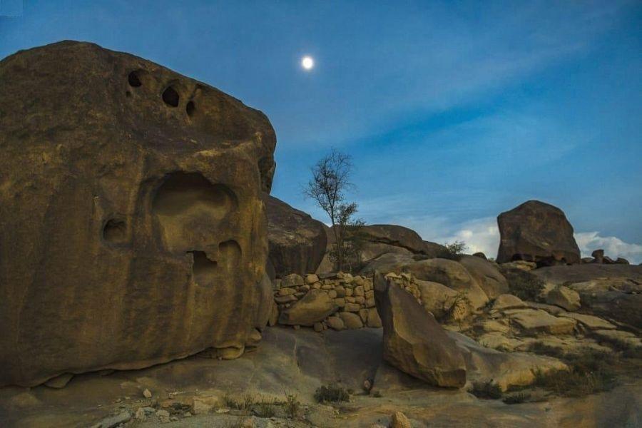 كهوف ومغارات جبل شدا الأسفل يعود تاريخها إلى أكثر من 3000 سنة