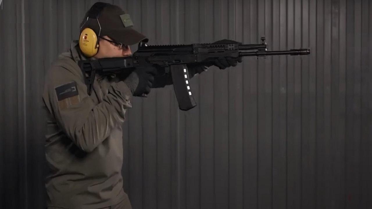 بالفيديو.. كلاشينكوف تكشف عن أحدث بندقياتها الرشاشة المعدلة