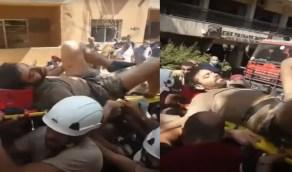 بالفيديو.. العثور على شخص حي تحت أنقاض انفجار بيروت