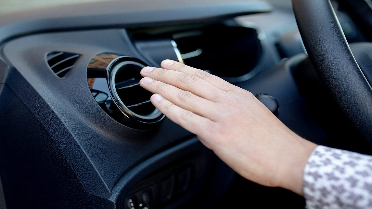 بالفيديو.. 6 أدوات يجب أن تخلو منها السيارة في فصل الصيف