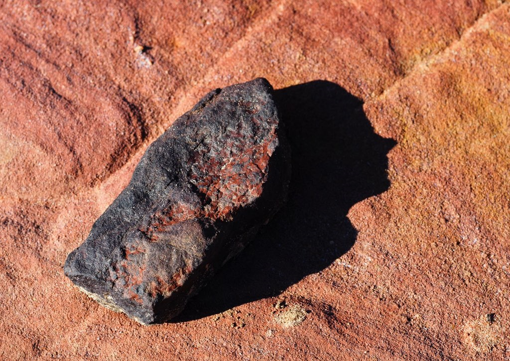 لوحة فنية رائعة لظل الحجر