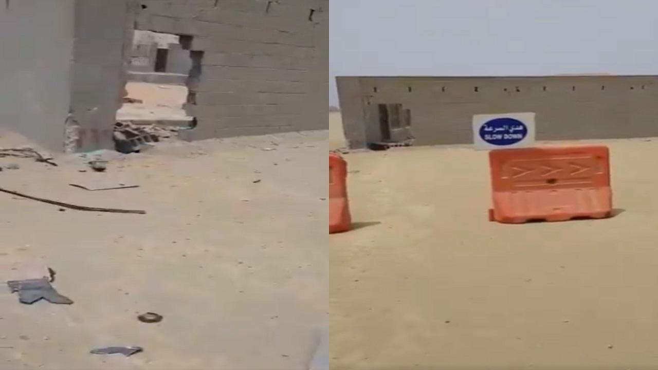 """مواطن فقد زوجته وابنته بسبب جدار وسط الطريق: """" من سيتحمل المسؤولية """""""