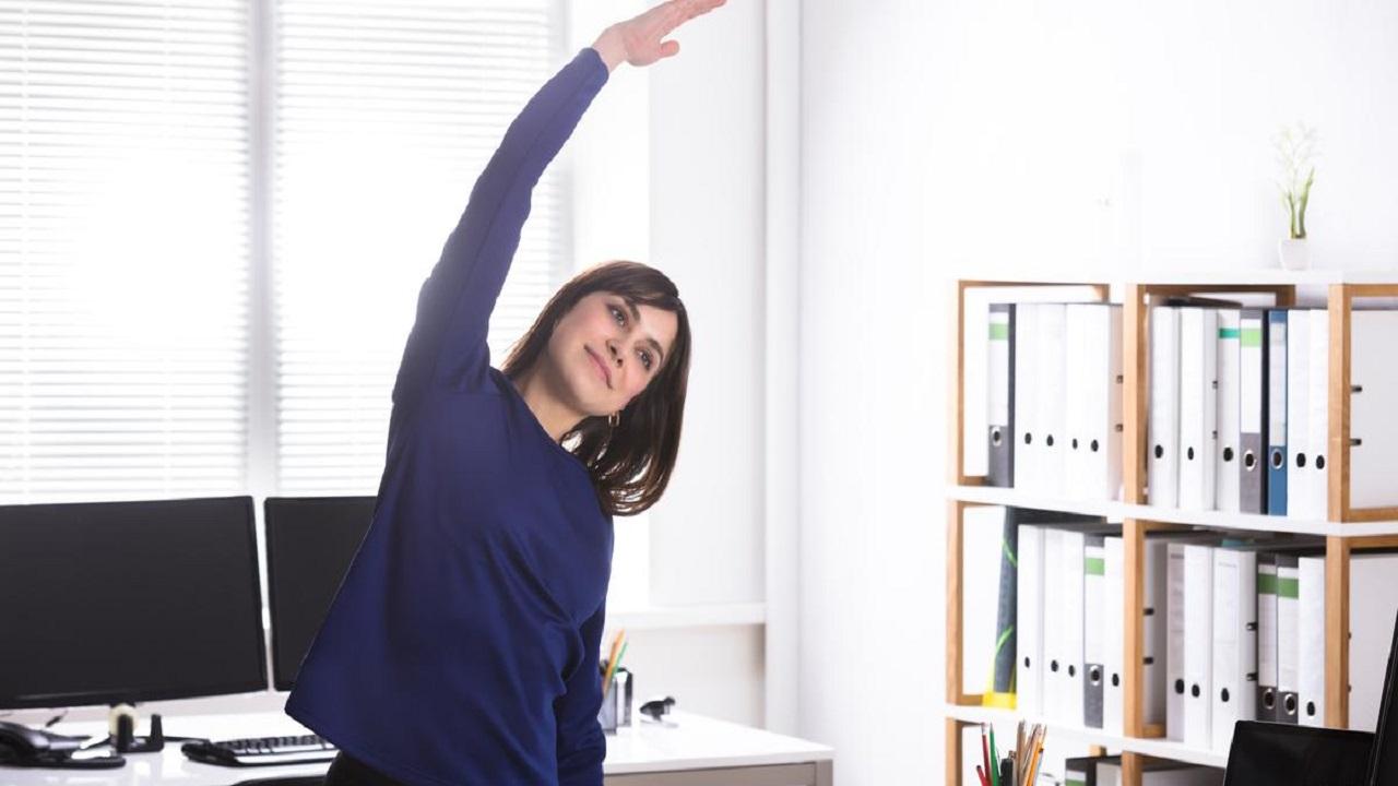 تمارين بسيطة أثناء العمل تحميك من جلطات الدم