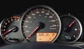 سبب وضع مؤشر سرعة غير حقيقي في عداد السيارة