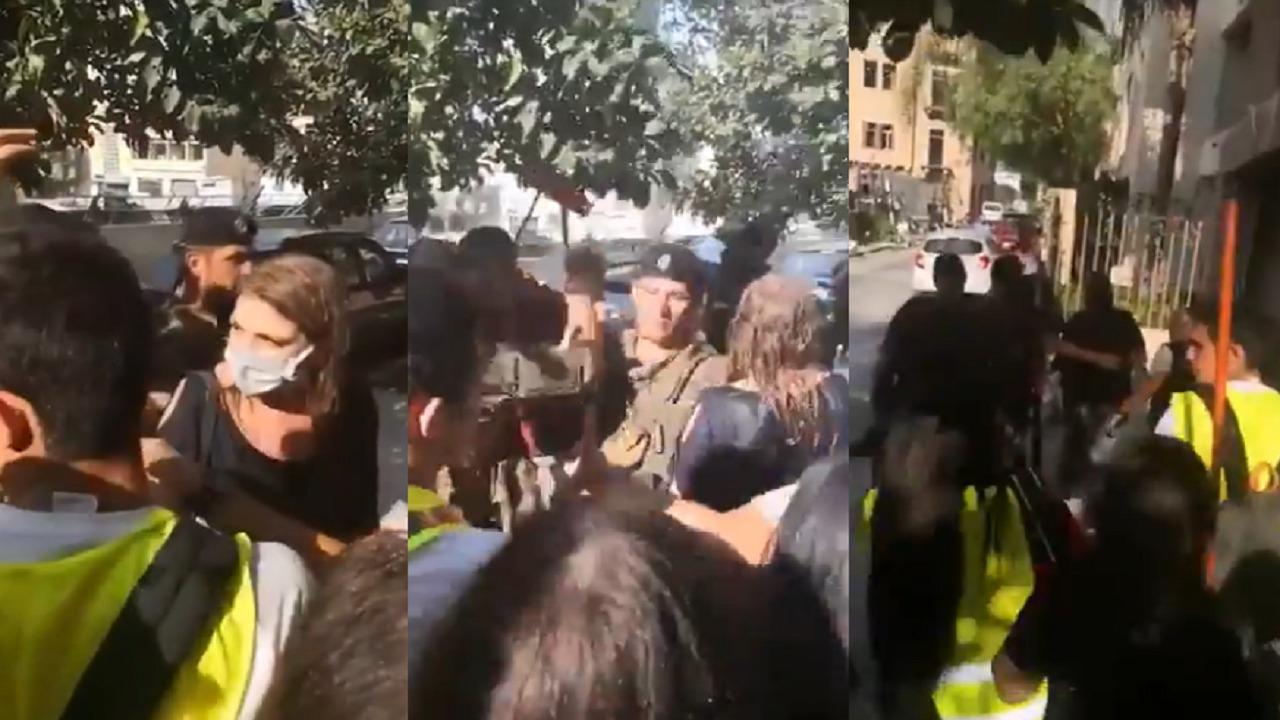 بالفيديو.. اللبنانيون يطردون وزيرة العدل ويرمونها بالأوساخ