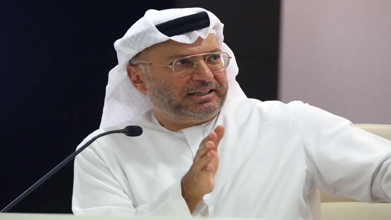 «قرقاش» يجلد مسؤول قطري سابق تدخل في قضية «الجبري»: «برز الثعلب يومًا في شعار الواعظينا»