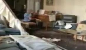 بالفيديو.. مسنة لبنانية تواجه دمار انفجار بيروت بالموسيقى لتخفيف الفاجعة