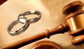 فتاة في دعوى طلاق: عذبني مع والدته بالماء المغلي لرفضي الزوجة الثانية