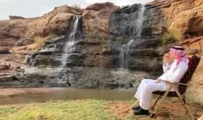 بالفيديو..أمير نجران يستمتع بالأجواء الخلابة