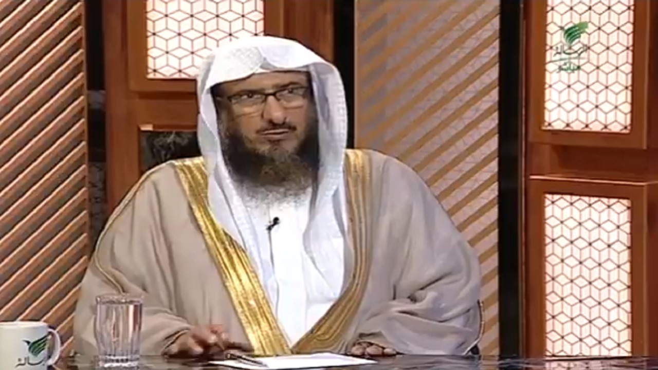 بالفيديو..حكم الصلاة على الميت قبل أن يصلي عليه العامة