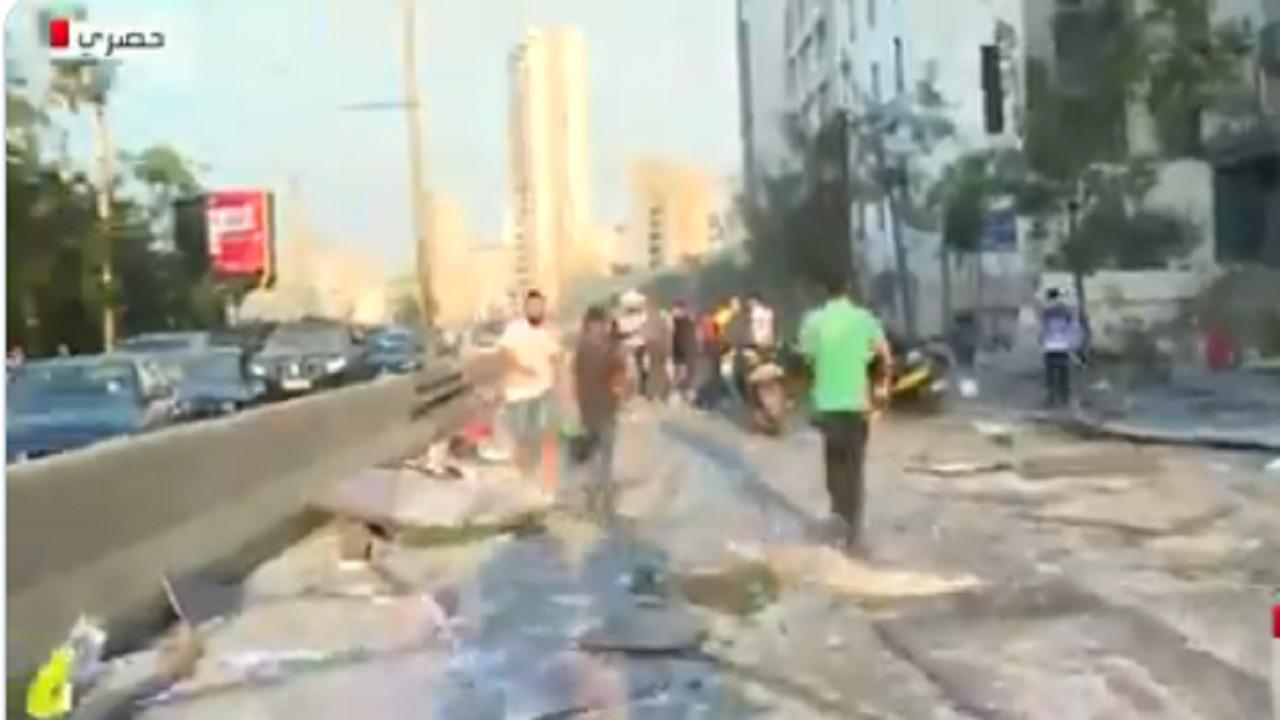 بالفيديو .. عشرات الجرحى يفترشون شوارع بيروت عقب الانفجارات