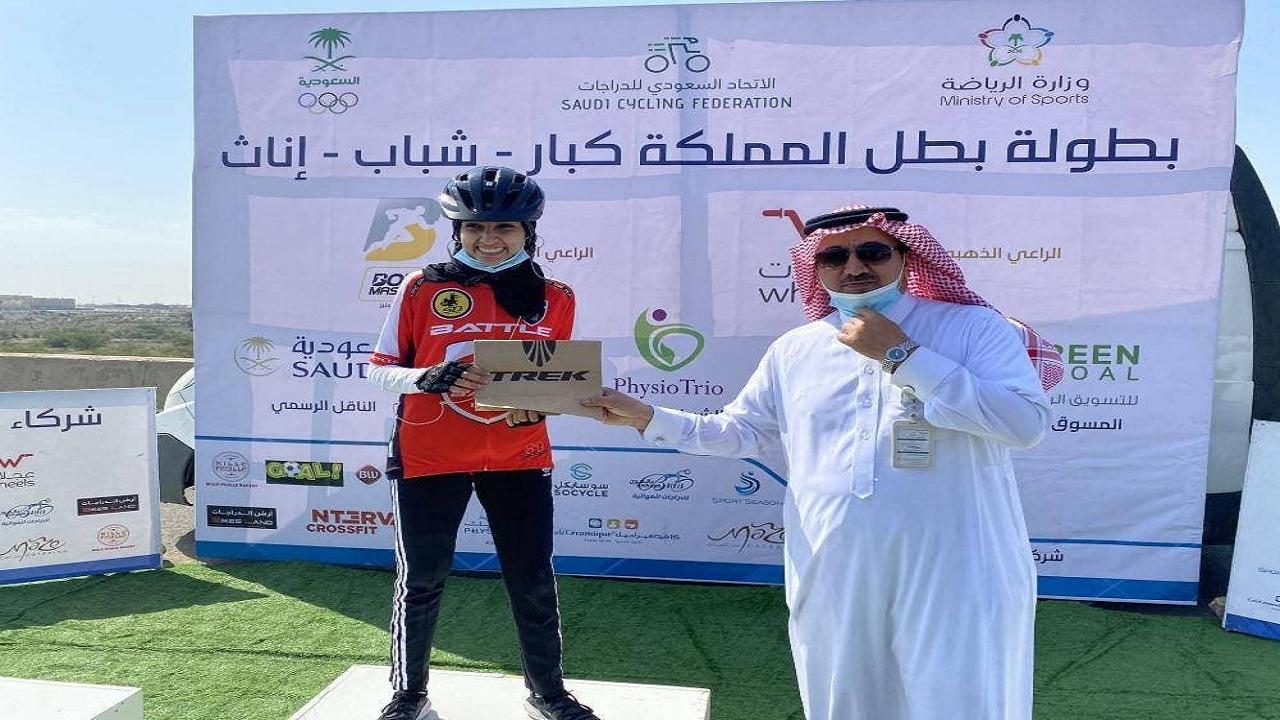 مواطنات يتوجن بالمراكز الأولى في أول بطولة للدراجات الهوائية بمشاركة النساء بأبها