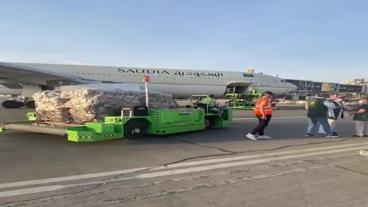 بالفيديو.. انطلاق اولى رحلات الجسر الجوي السعودي لتقديم المساعدات الإنسانية للبنان