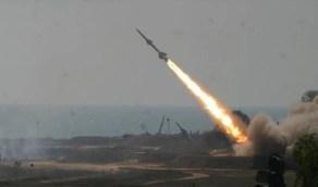 اعتراض صاروخ باليستي حوثي وتدمير طائرات مسيرة مفخخة في سماء نجران