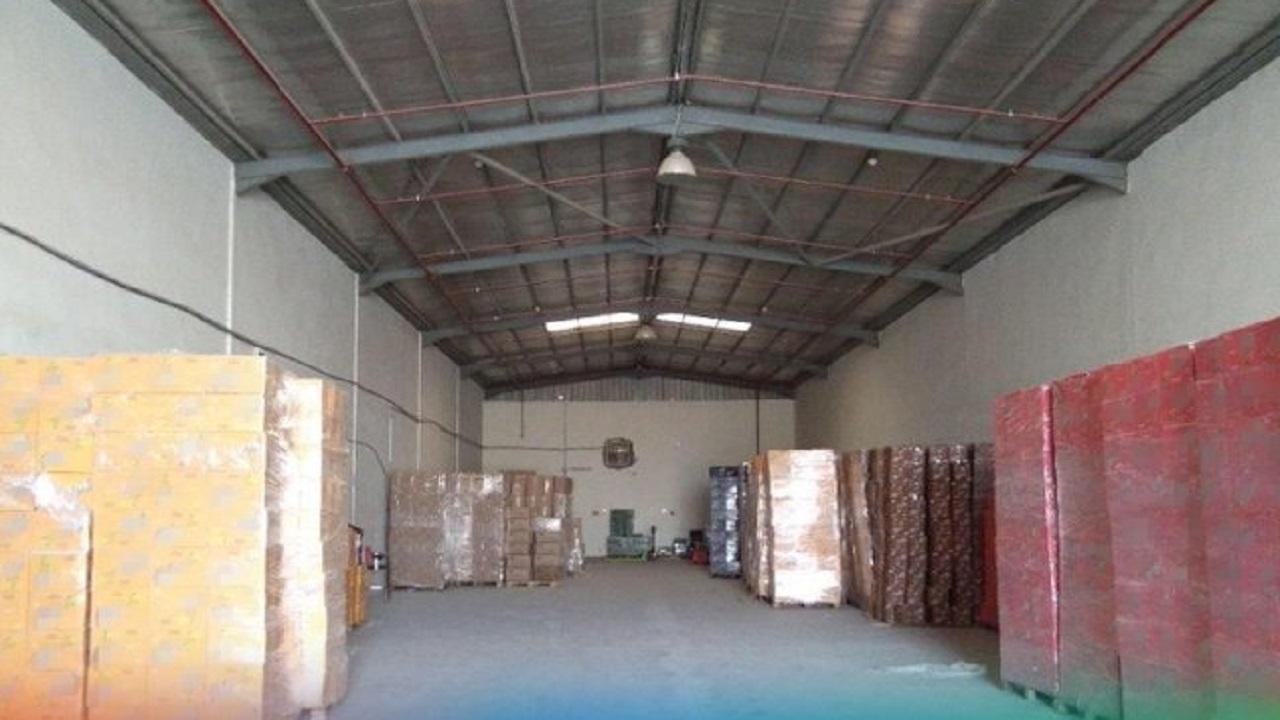 ضبط 2.3 طن أغذية فاسدة قبل توزيعها بأسواق الرياض