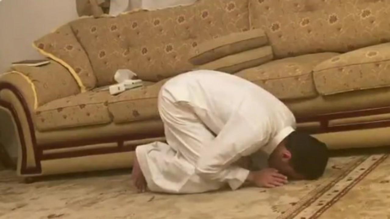 شاهد.. ردة فعل مواطنحصلعلى السند المتصل إلى النبي في القرآن