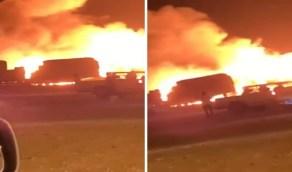 بالفيديو.. اندلاع حريق هائل في سوق أعلاف الماشية بحفر الباطن