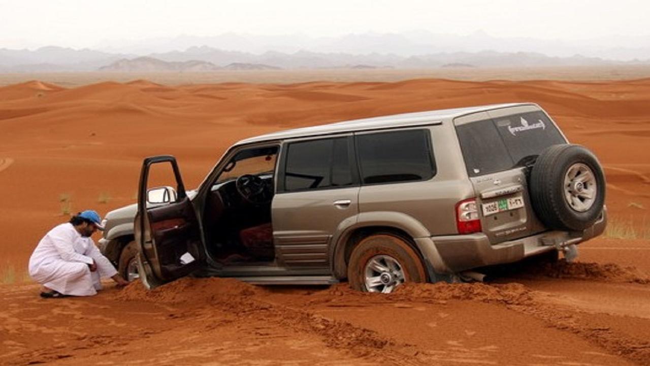 طريقة لاستخراج السيارة من الرمال