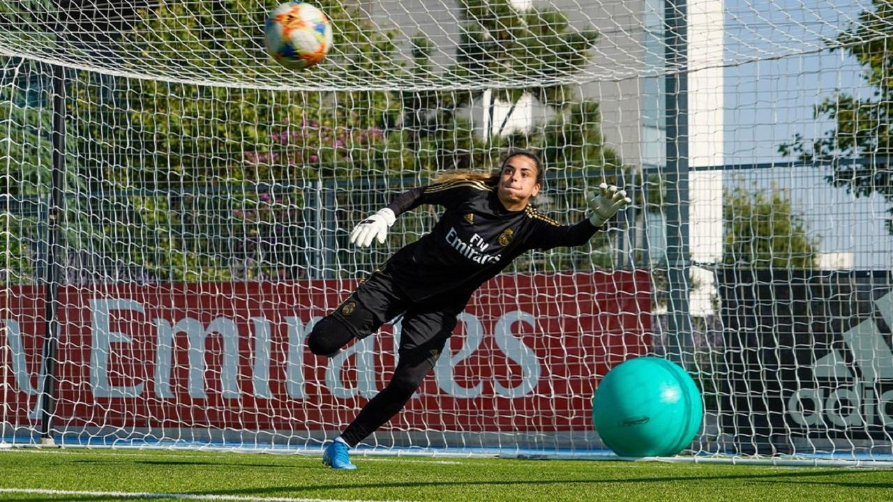 بالصورة.. الكشف عن قميص أول فريق نسائي لريال مدريد