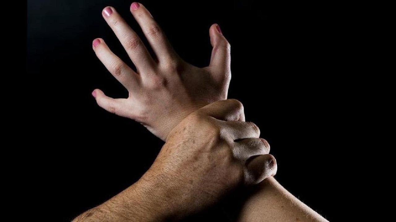 شاب يغتصب زوجة والده بعد الاعتداء عليها بالضرب