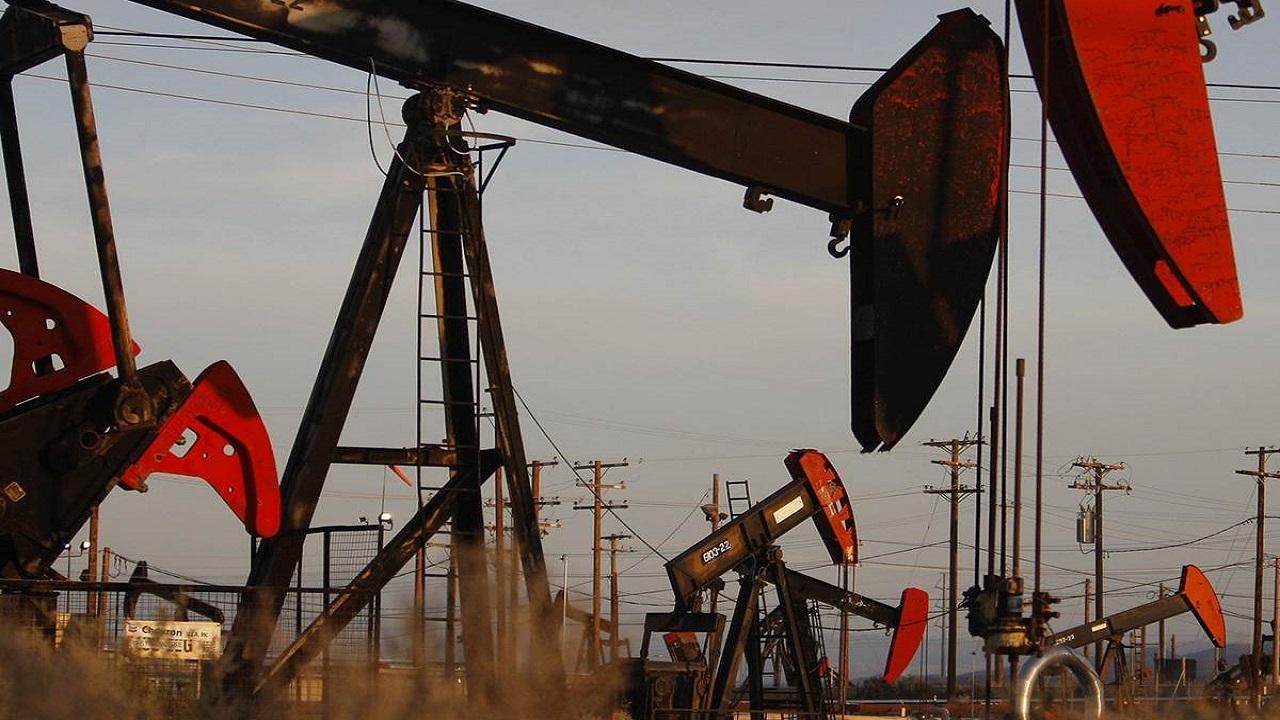 «النفط» ينخفض بنسبة 0.76 %