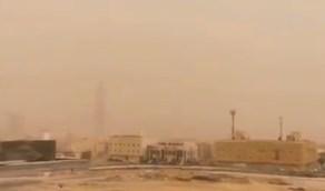 بالفيديو.. لحظة دخول الغبار إلى الرياض