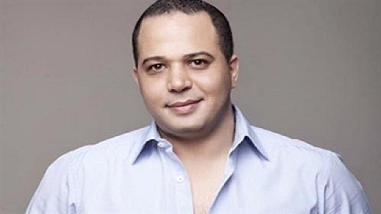 مصطفى درويش عن اتهامه بإجراء عمليات تجميل: هنفخ حواجبي كمان !
