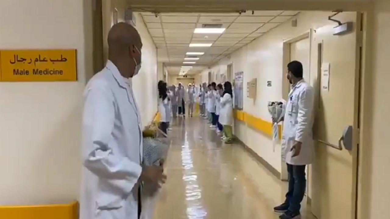 بالفيديو.. احتفال الكادر الطبي في مستشفى حوطة بني تميم بإغلاق جناح العزل