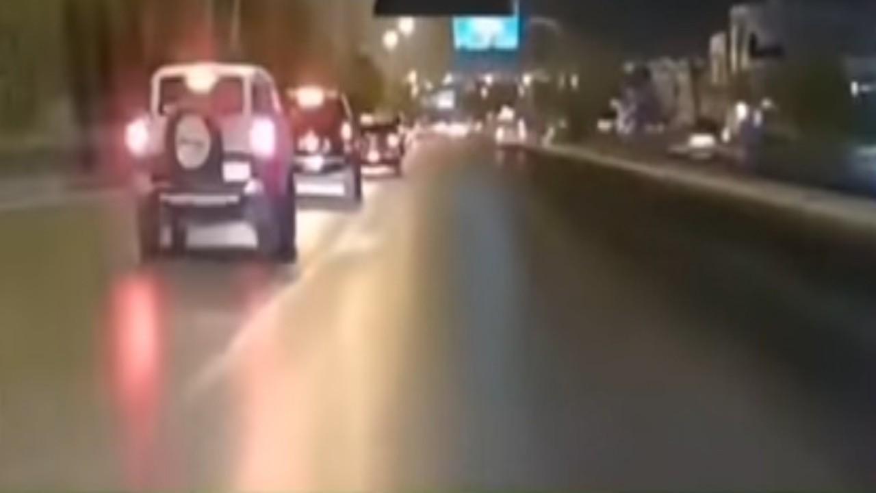 بالفيديو.. قائد مركبة يمارس التفحيط فينتهي بحادث مروع بالرياض