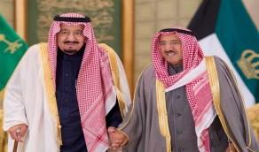 """خادم الحرمين وولي العهد يُعزيان عائلة """"آل صباح"""" بعد وفاة الشيخ صباح الأحمد"""