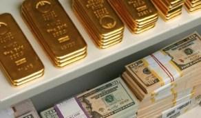 الذهب يواصل خسائره لليوم الرابع بفعل ارتفاع الدولار