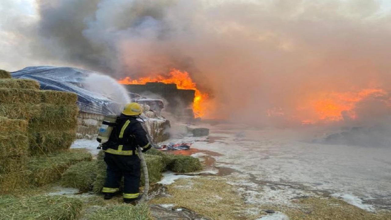 إخماد حريق سوق الأعلاف بمكة