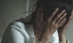 رجل يعثر على فيديو غير أخلاقي لزوجته برفقة صديقه