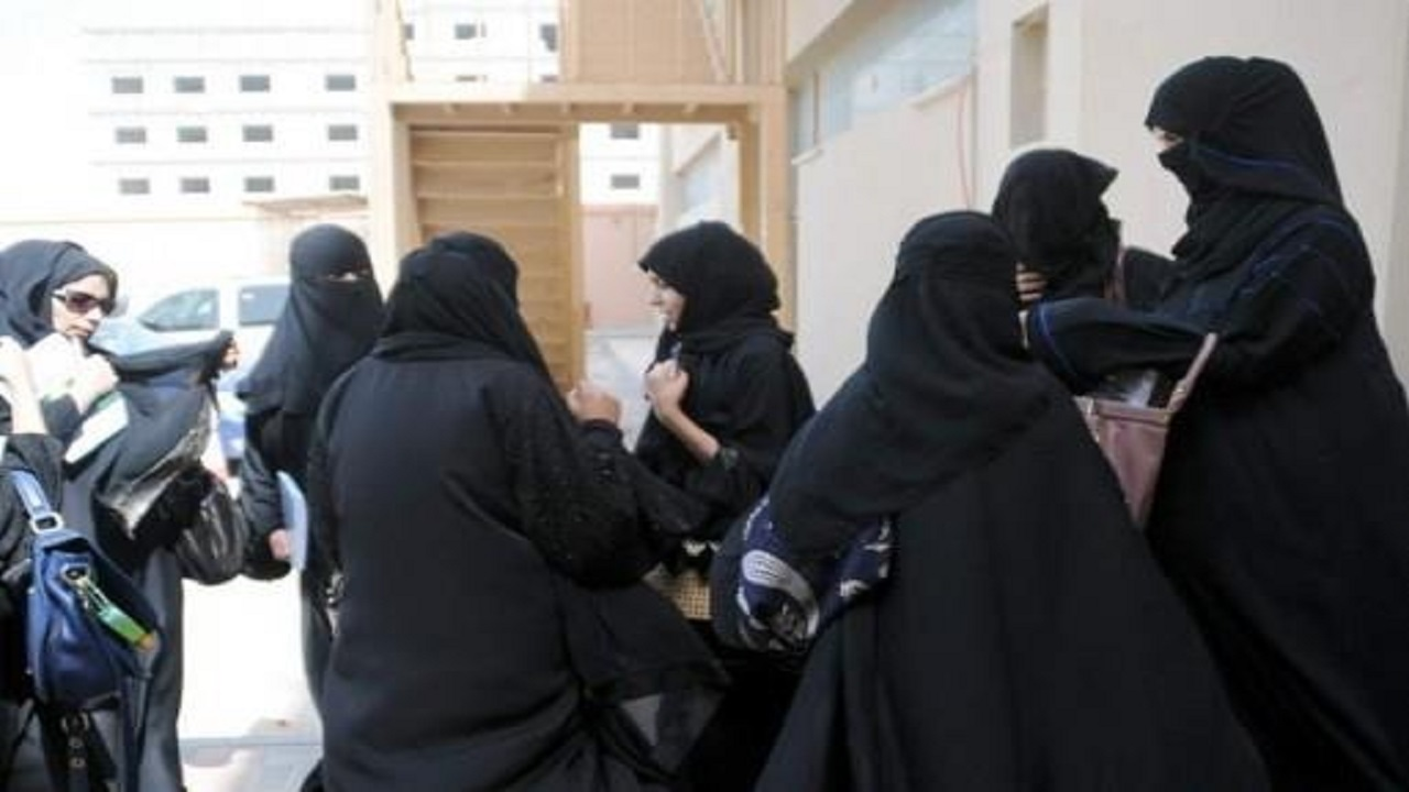 """شركة تشترط خلع الحجاب للتوظيف و """" الموارد البشرية """" تتدخل"""