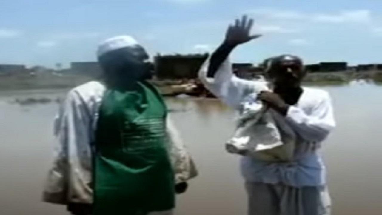 بالفيديو.. «سوداني» محاصر بمياه الفيضان يوجه «رسالة من القلب» لخادم الحرمين والمملكة