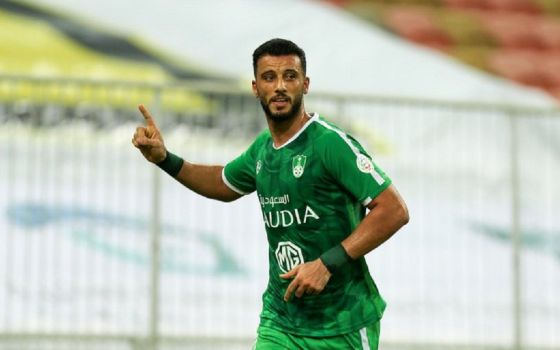 """""""عمر السومة"""" يتلقى عرض من نادي الاتحاد لكسب خدماته"""