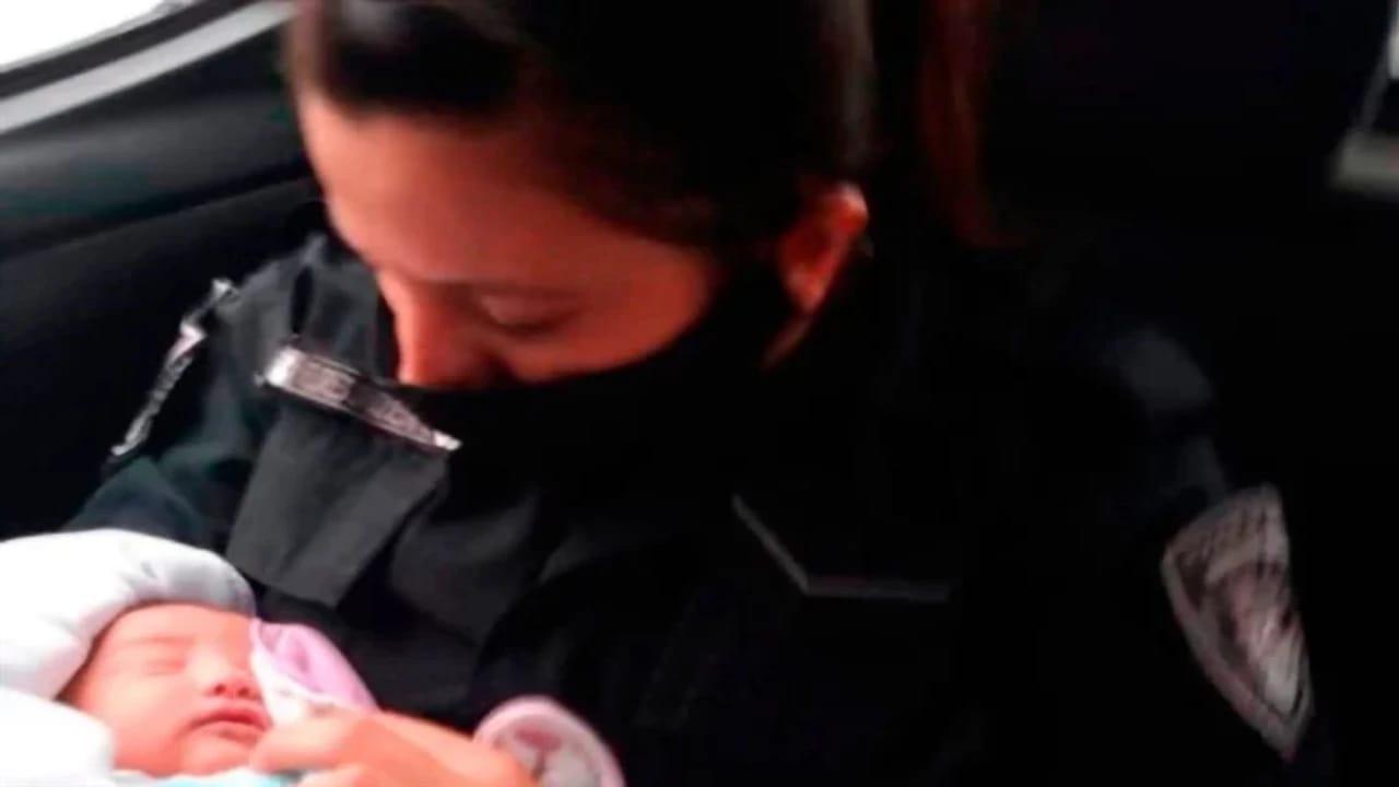 بالصور.. العثور على طفلة حديثة الولادة ملقاة وبظهرها سكين حاد