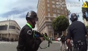 بالفيديو.. ضابط أمريكي يطلق النار على متظاهر فيصيب منطقة حساسة