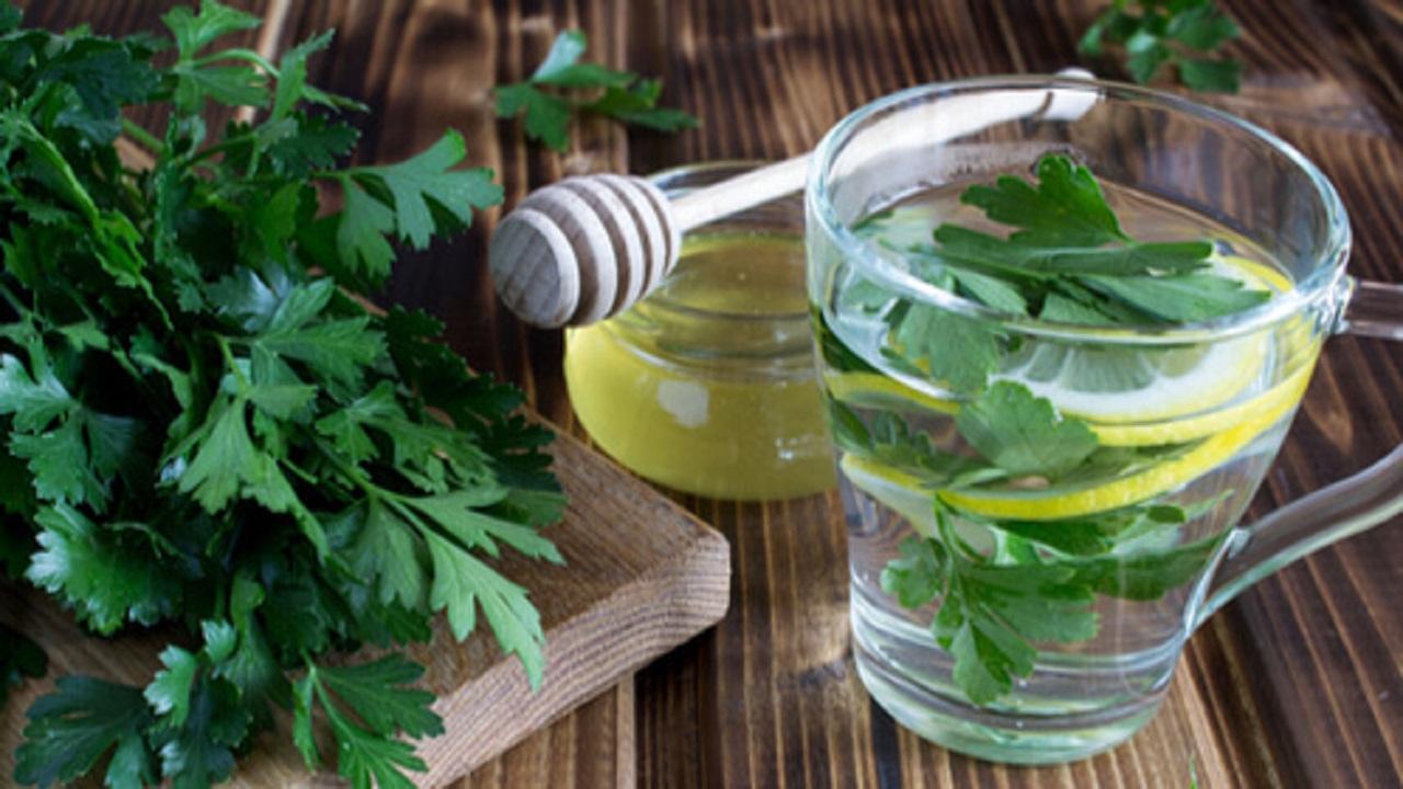 فوائد صحية مذهلة لشاي البقدونس