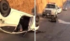 بالفيديو.. وقوع إصابات في حادث انقلاب مركبة بالرياض