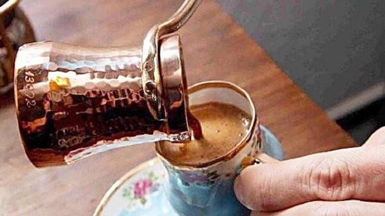 الأطباء ينصحون بشرب المياه  عقب تناول القهوة الداكنة