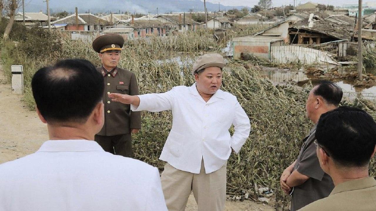 زعيم كوريا الشمالية يتوعد المسؤولين لاستجابتهم الضعيفة في مواجهة الإعصار