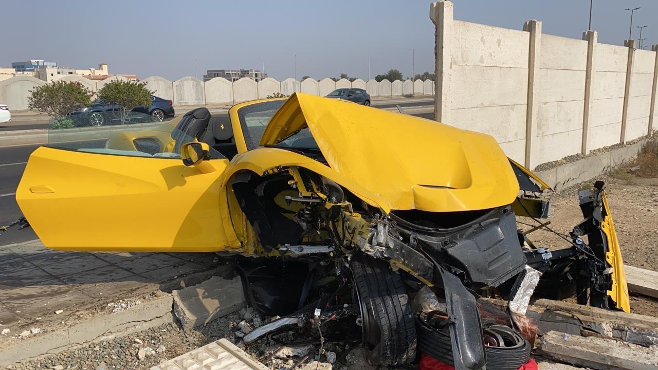 بالصور..الإعلامي عبد الرحمن الرمال يتعرض لحادث أثناء تجربة فيراري F8